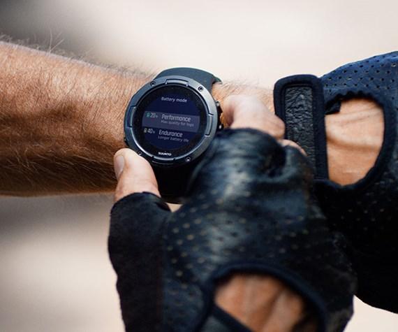 Suunto 5 Pulsometrs ir aprīkots ar teicmu baterijas ilgtspēju, kas ļauj izbaudīt garas aktvitātes bez pulksteņa izslēgšanās