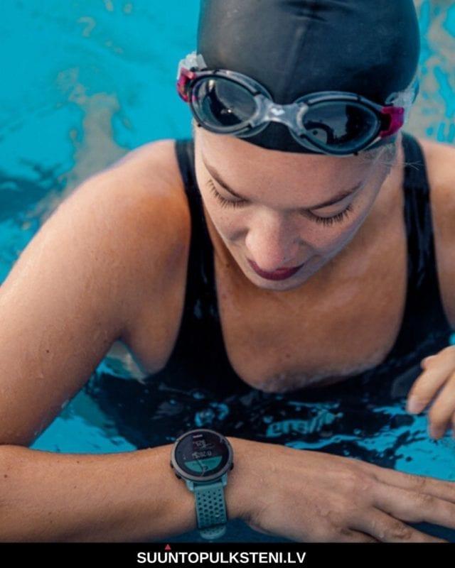 sieviešu sporta pulkstenis - suunto 3 - dodies peldēt gan baseinā, gan atklātos ūdeņos