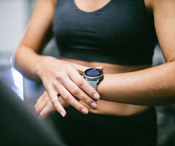 Suunto 3 fitnesa pulkstenim ir vairāk kā 70 dažādi sporta veidu režīmi